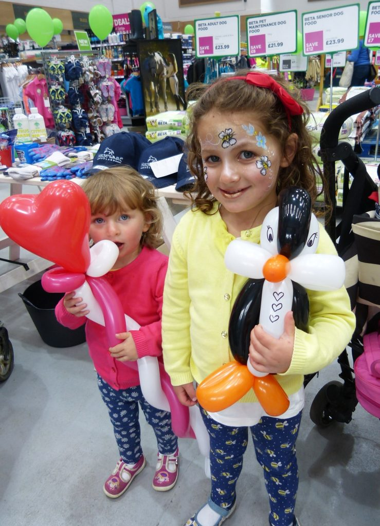 Penguin and heart wand balloon modelling.